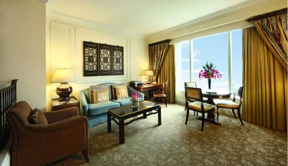 royale-suite-gallery-living-room