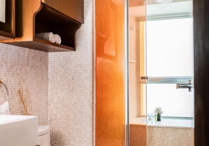 chi120-bathroom_0